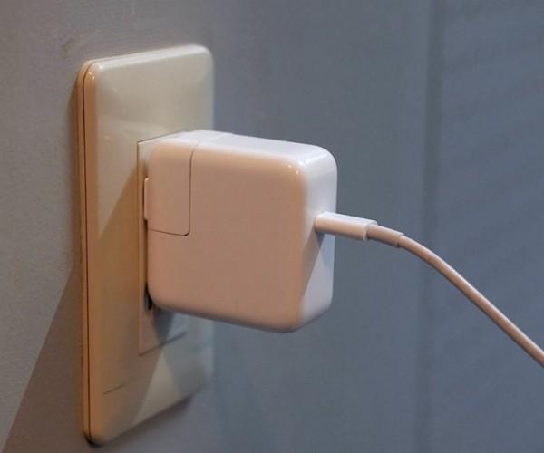اپل فراخوان تعویض آداپتور را آغاز کرد