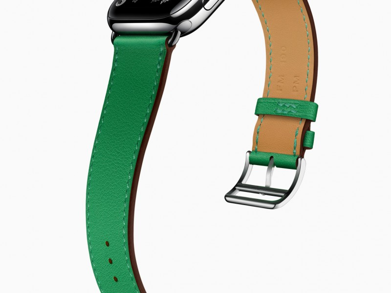 Apple_watch-series-6-hermes-stainless-steel-silver-single-tour-bambou_09152020