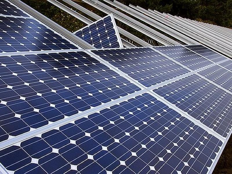 اپل به دنبال مهندسانی با تجربه کار در زمینه پنل های خورشیدی