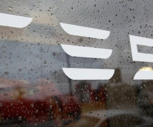 آیا شرکت اپل در فکر خرید تسلا موتورز است؟